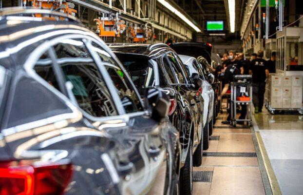La carenza di microchip mette in ginocchio l'industria automobilistica